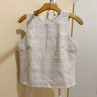 Preloved Crop White tank / sleeveless top laser cut putih pink