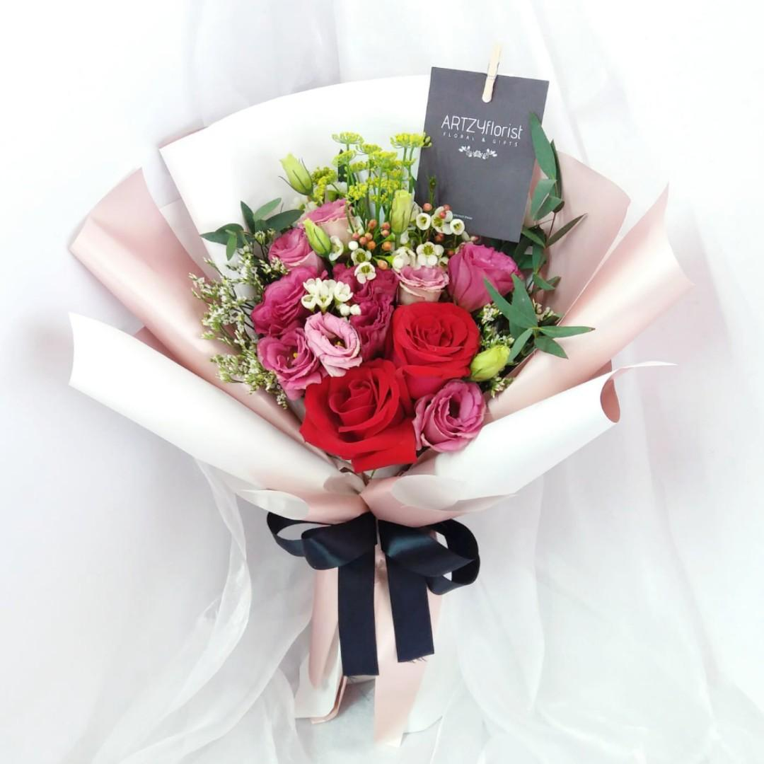 204 Rose Bouquet Valentine S 2020 Preorder Early Bird Discount Flower Delivery Message Card Included Gardening Flowers Bouquets On Carousell