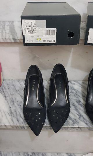 Daphne低跟黑包鞋 原價2480$