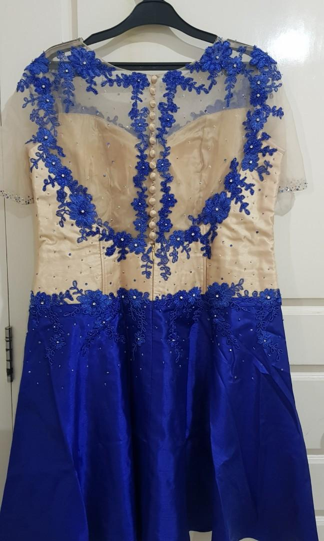 Baju pesta biru cantik