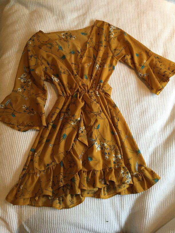 Mustard floral dress - size 6