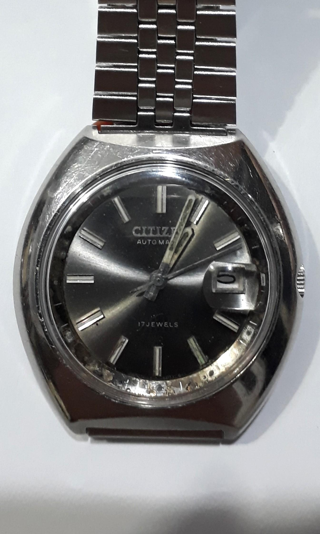 SEIKO 5  Automatic watch  bezel 37mm  21 jewels Date & Day display calendar Working condition  8.5/10 new Sold as is  Sold as seen Check before payment