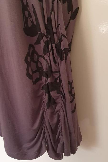 Size M fits 10-12 Guc Katies grey and black tunic, zipper at the back