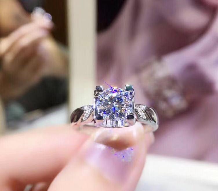 莫桑鑽戒指1.00ct(18k)