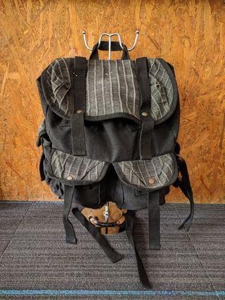 Bagpack canvas hitam