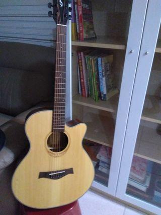 吉他9成新