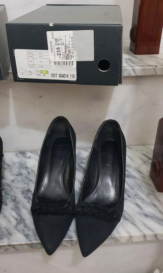 Daphne低跟黑包鞋原價2280