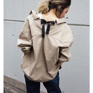 ☺日本品牌LIPSTAR卡其色背後綁帶蝴蝶結長袖襯衫外套