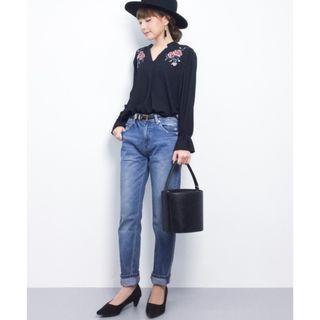 ☺日本品牌INGNI黑色玫瑰花刺繡v領雪紡喇叭袖上衣