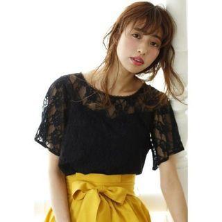 ☺日本品牌INGNI黑色蕾絲透膚假兩件短袖上衣