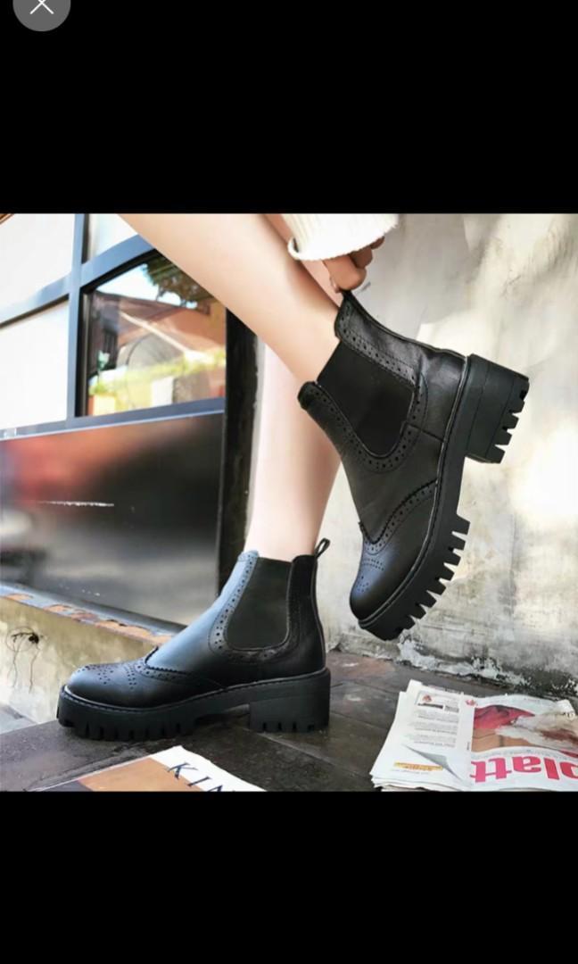 潮流英倫款黑色靴