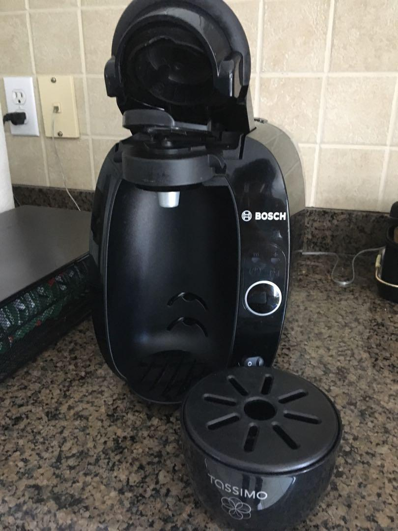 Bosch Tassimo T20 with tray organizer and free coffee