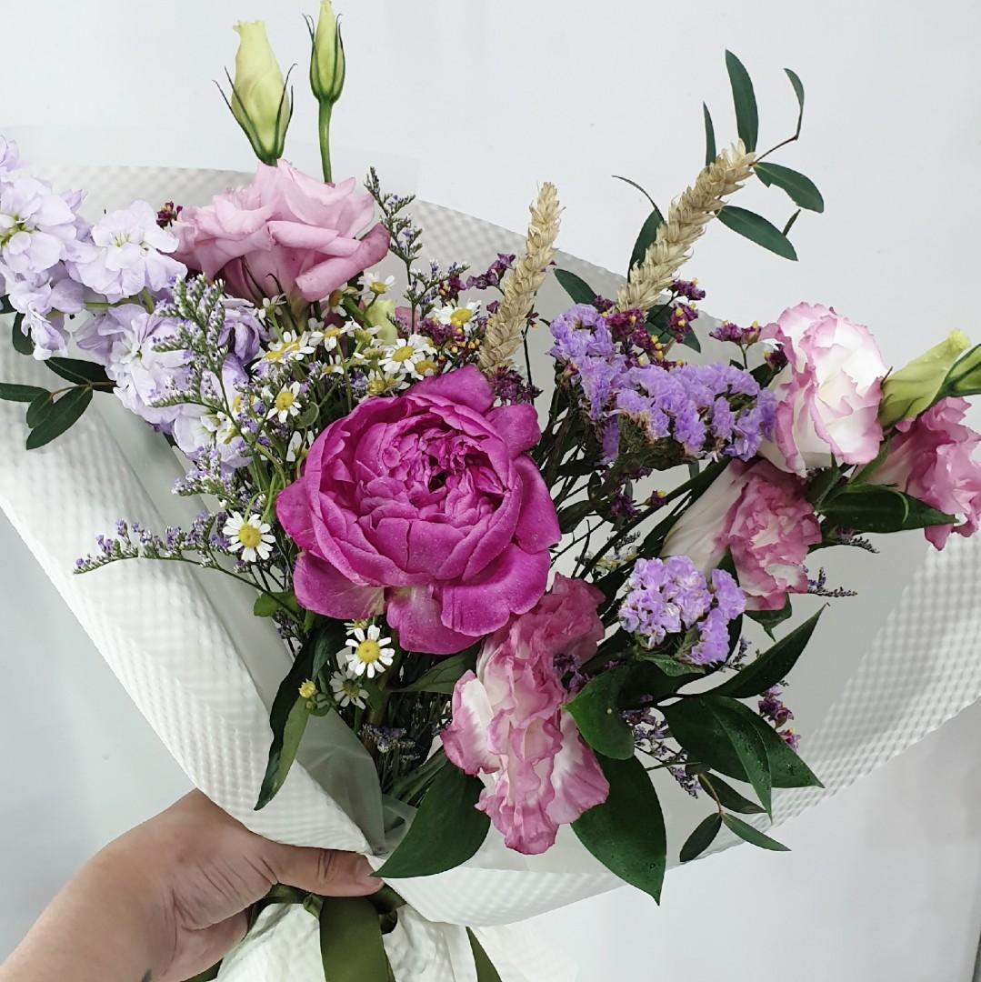 CHARIS Single Stalk Peony Bouquet