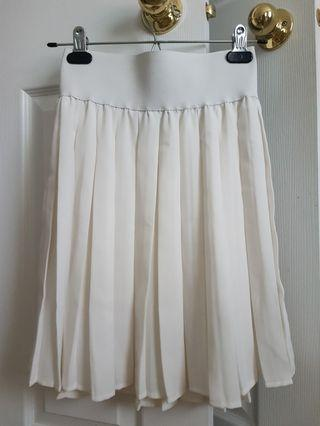 Marciano pleated skirt size 4