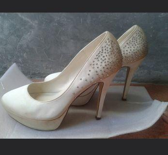 Vincci wedding pump heels #astarigiveaway