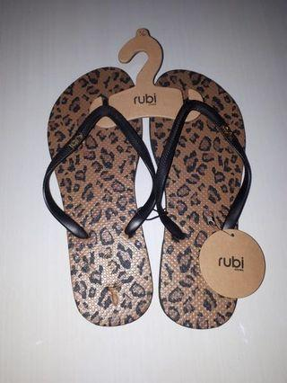 Sendal Jepit Rubi (size 9/40) #Leopardaddict
