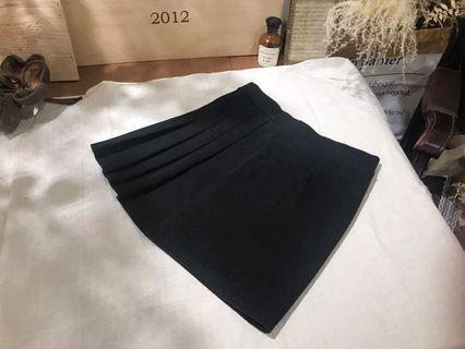 黑色毛呢側折紋短裙