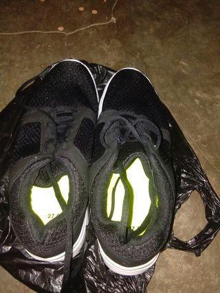 sepatu buat olahraga oleh2 dari jepang gk.kepake