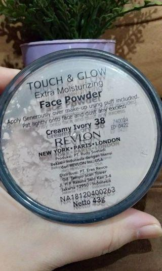 REVLON TOUCH & GLOW FACE POWDER Creamy Ivory 43gr Size Besar Exp.April 2022