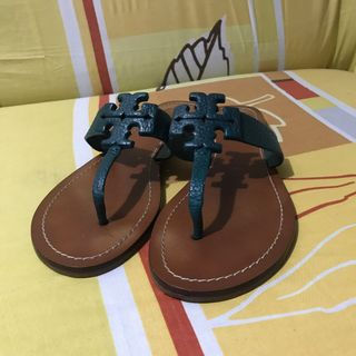 fa0954751d4 sandals size 8 | Luxury | Carousell Philippines