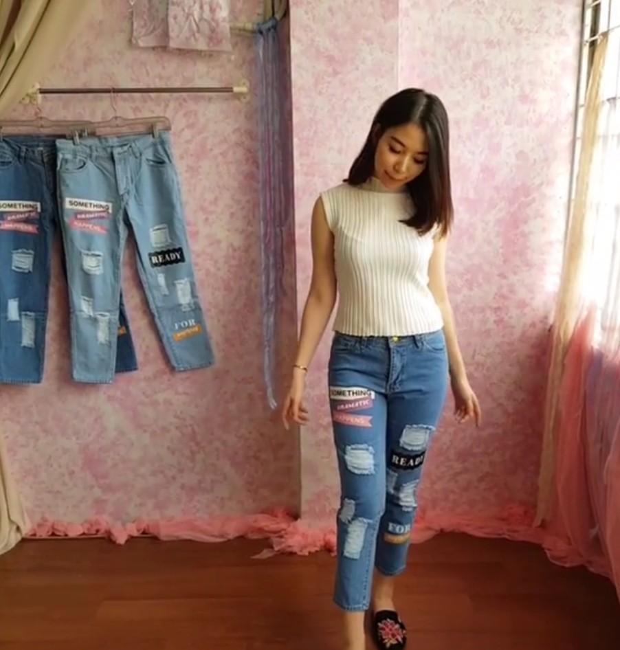 C1521 Celana Jeans Wanita Kekinian Jeans Motif Jeans Patch Jeans Sobek Furing Jeans Model Terbaru Fesyen Wanita Pakaian Wanita Bawahan Di Carousell