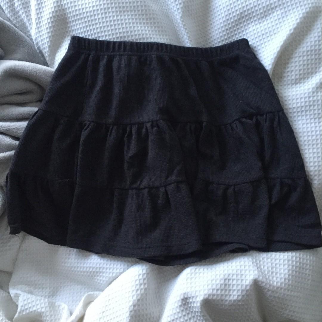 Glassons black skirt