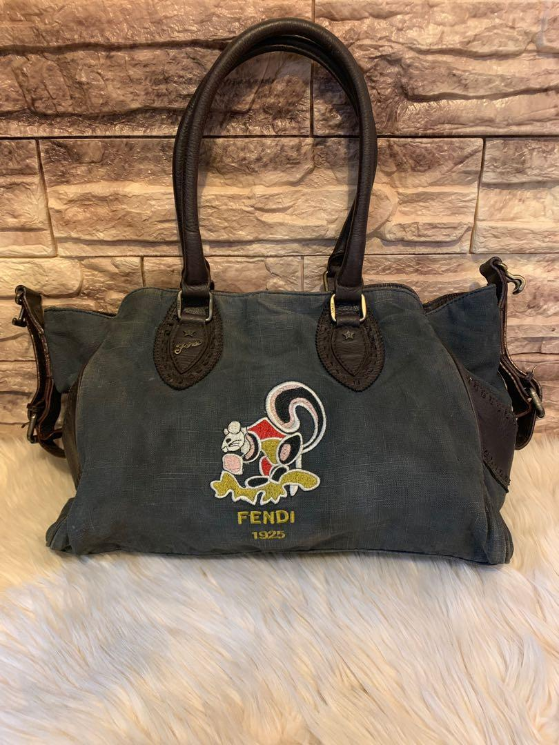 Tas shoulder santai Fendi authentic vintage antik banget size 30 cm cocok buat santai, kuliah