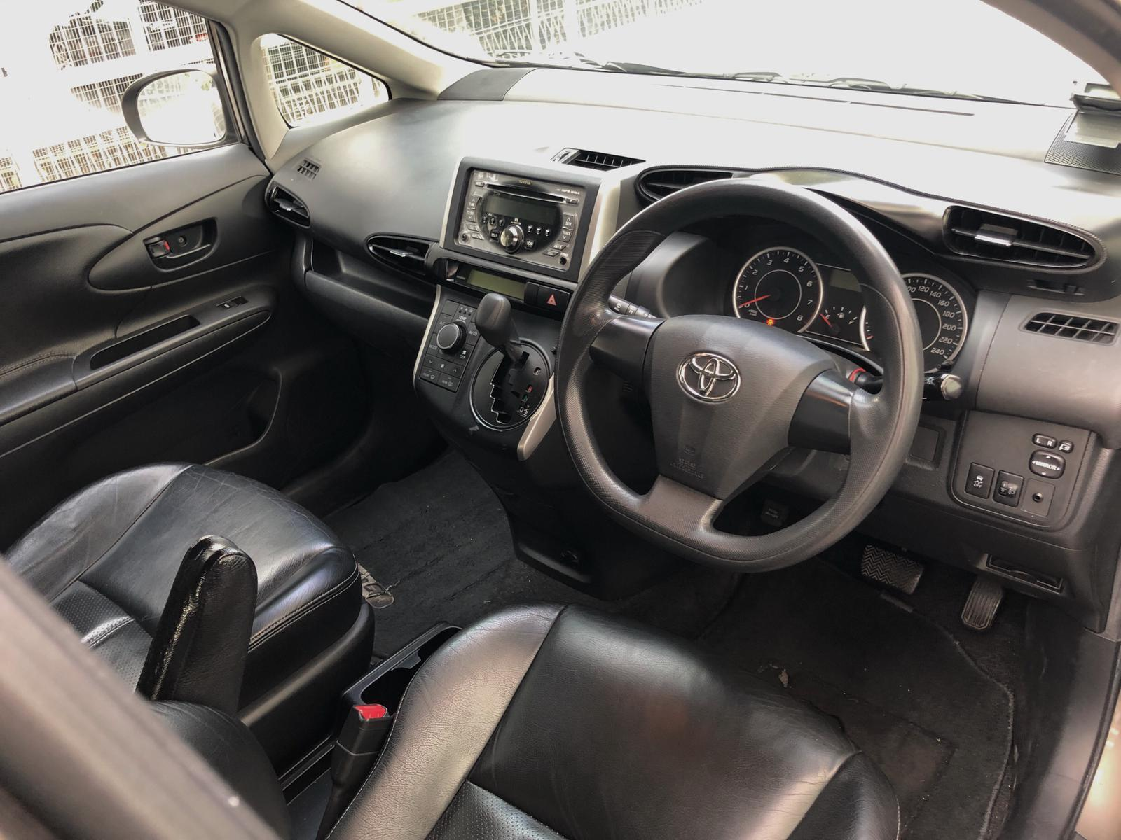 TOYOTA WISH 1.8a ($270 after gojek rebate) personal use,grab or gojek.phv ready stream wish mpv 7seater