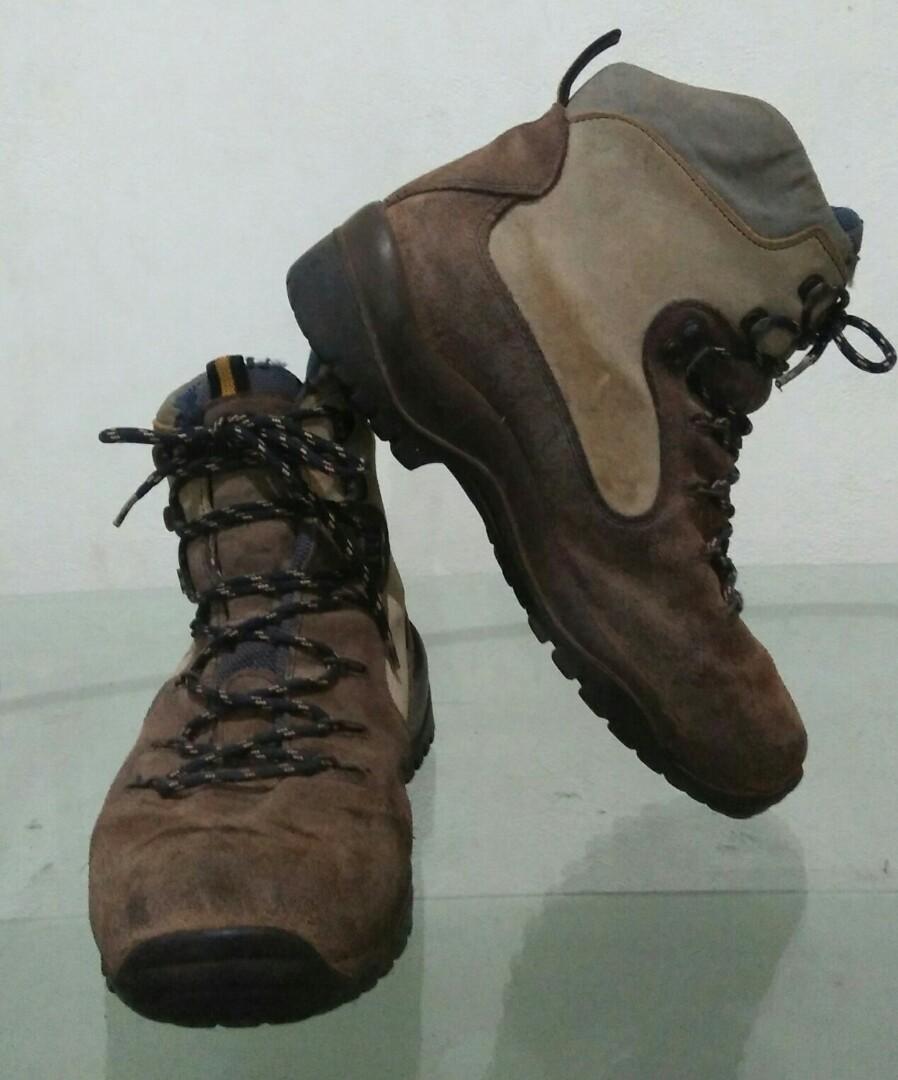 f5044dd6d2a TREZETA GORE-TEX, Men's Fashion, Men's Footwear, Boots on Carousell