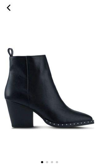 Rubi Black Boots With Beads