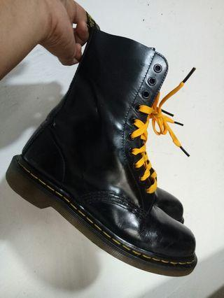 b4db87c3edd dr martens shoe | Footwear | Carousell Philippines