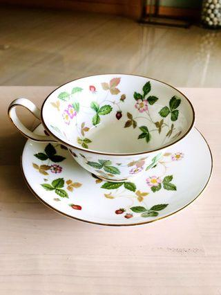 Wedgewood Wild Strawberry Tea cup set