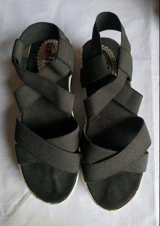 Sepatu wedges tali