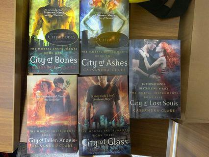 🚚 The Mortal Instruments Series - Cassandra Clare