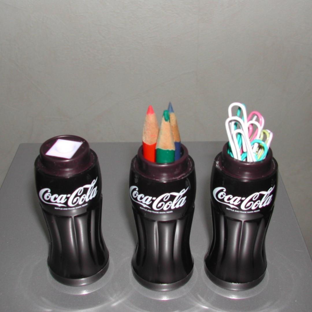 可樂文具樽三個及擦膠一個