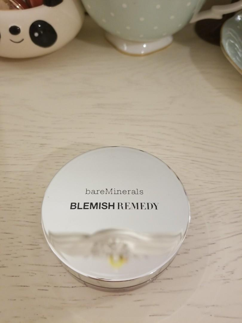 Bare Minerals Blemish Remedy powder foundation  ( colour: 01 clearly porcelain )
