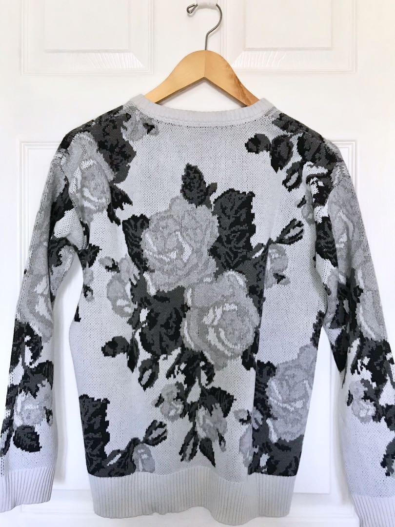 Heavy Knit Black & White Rose Sweater | Forever 21