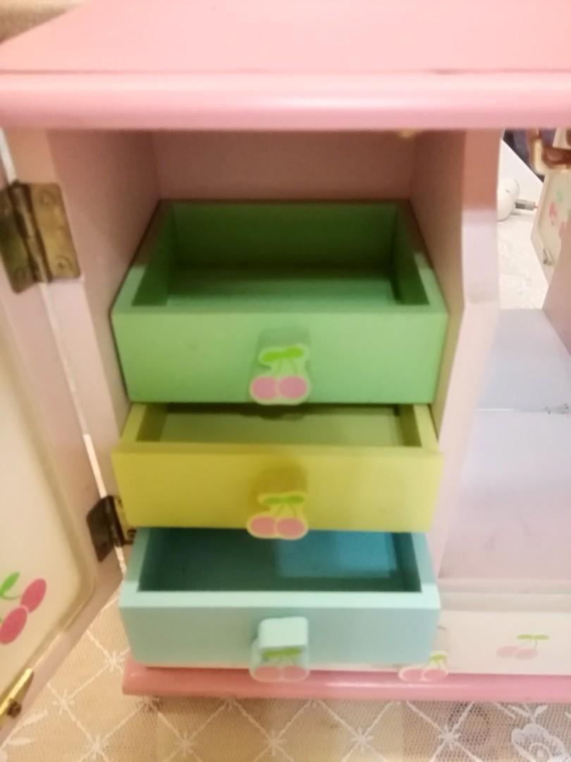 Hello Kitty 木制手飾化妝櫃 jewellery box