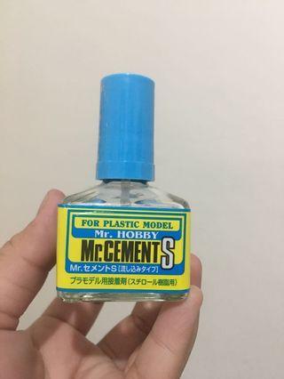 Adhesive for plastic model (tamiya, gundam, etc.)