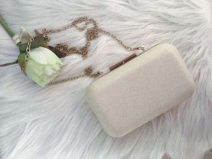 Atmosphere Silver White Clutch