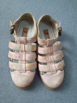 Khakikhakiku women shoes.