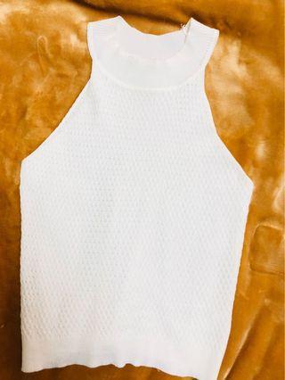 白色削肩上衣