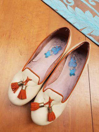 Sepatu Wedges GOSH - Cream Wood