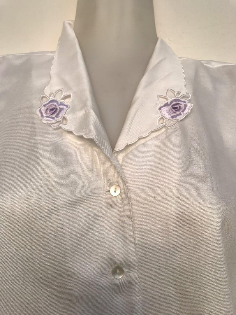 Kemeja Putih Blouse Atasan Vintage Kerah Flower Bunga Polos #lalamovecarousell #hbdcarousell