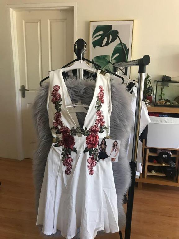 (White/Black) Sexy deep V-neck embroidered raglan strapless fashion casual dress