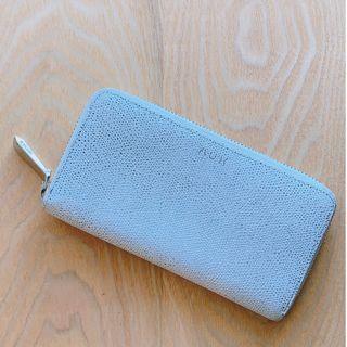 White Zipped wallet in medium Size from Aritzia
