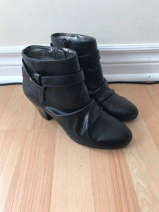 Black ankle boots brand new lifestride