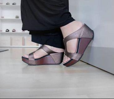 Madre wedges free postage