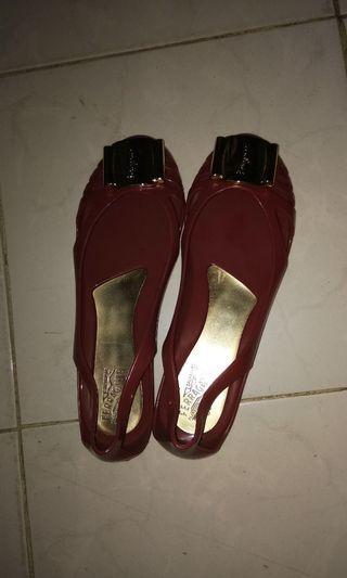 Sepatu salvator