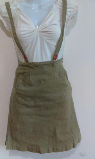 草綠色吊帶短裙